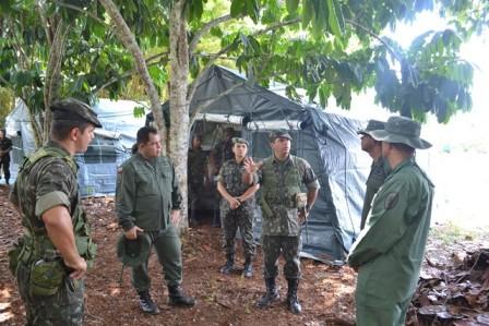 Exercito brasileiro recebe militares venezuelanos