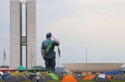 General Mourão assiste manifestações e caos no planalto