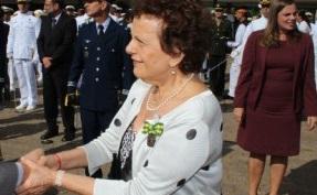 Clubes militares Eleanora Menicucci condecorada pela marinha
