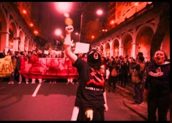 protestos com foice e martelo