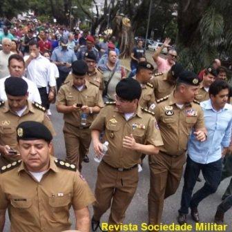 manifestação de policiais fardados em minas