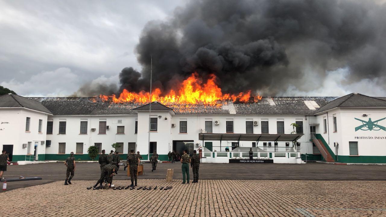 Incêndio no 19 em São Leopoldo - RS. Imagem recebida de colaborador.